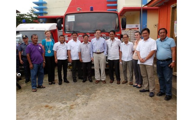 Ambassador Mathou, Cécile Mathou and Counselor for Political Affairs Christine Carole together with the local officials of Guiuan